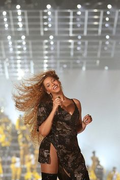 Beyoncé performing at the 2018 Coachella Valley Music and Arts Festival Beyonce 2013, Beyonce Coachella, Beyonce Knowles Carter, Beyonce And Jay Z, Beyonce Pics, Beyonce Family, Balmain, Mezzo Soprano, Destiny's Child