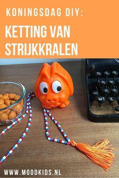 Met strijkkralen maakten we eerder al armbandjes voor Koningsdag. Dat inspireerde ons tot deze rood-wit-blauwe ketting met een oranje tassel. Zo maak je het. Diy For Kids, Crafts For Kids, Craft Kids, Diy And Crafts, Arts And Crafts, Kings Day, Creative Kids, Holland, April 27