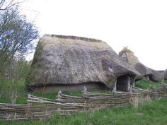 Casa danesa de la Edad de Hierro, reconstruida (Jernalderlandsbyen, Odense).