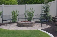 Patio landscaping ideas with firepit