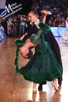 Love this dress! The dark forrest green, the shape, the material, everything! #dance #ballroom #dancesport