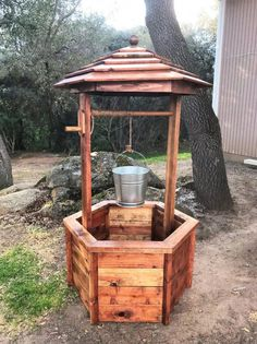 DIY Wishing Well: Free woodworking plans! - DIY Wishing Well: Free woodworking plans! Learn Woodworking, Woodworking Patterns, Popular Woodworking, Woodworking Projects, Woodworking Furniture, Woodworking Articles, Woodworking Jointer, Woodworking Organization, Woodworking Quotes