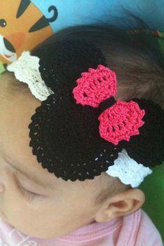 Minnie Mouse Crochet Headband by on Etsy Lai Thomas Hager Crochet Baby Hats, Cute Crochet, Crochet For Kids, Crochet Crafts, Crochet Projects, Knit Crochet, Crochet Hair Accessories, Crochet Hair Styles, Crochet Disney