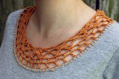 Inspiration: crochet yoke on T-shirt - crochet + fabric Col Crochet, Crochet Fabric, Crochet Collar, Crochet Crafts, Crochet Stitches, Crochet Projects, Crochet Patterns, Crochet Tutorials, Crochet Fashion