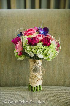Boca By Design. Beautiful, bright bouquet! Photography: Soul Echo Studios