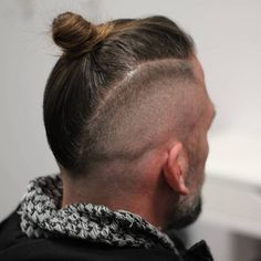 25 Sexy Man Bun Styles You Need to Know – Bun Hairstyles Long Hair Mohawk, Mohawk For Men, Mohawk Hairstyles Men, Popular Hairstyles, Man Bun Undercut, Man Bun Haircut, Man Bun Styles, Bun Updo, Dreads