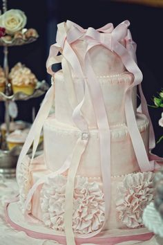 Beautiful cake for a ballet wedding theme