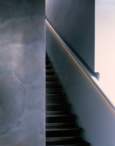 Timothy Hatton Architects designs floating steel staircase for Deirdre Dyson gallery.
