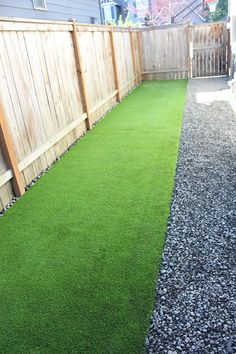 Synthetic Turf Dog run - Pet stuff - Easier to clean, Doesn& need to be water, fertilized, mowed, safe for pets. Synthetic grass i -