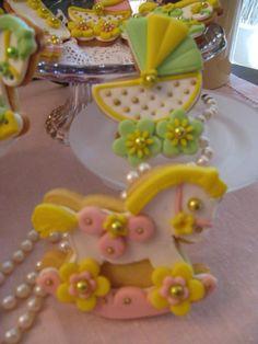 Biscotti decorati per battesimo rosa e giallo. Omar Busi
