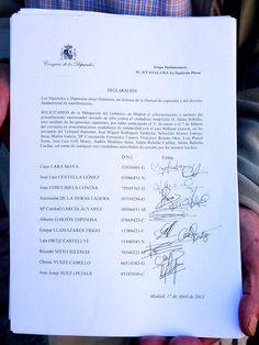 22 de mayo de 2012: Las primeras firmas, del Grupo Parlamentario de la Izquierda Plural en el Congreso de Diputados.