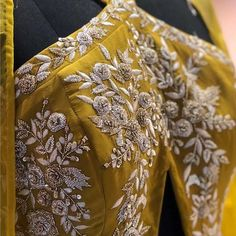 Embroidery Wedding Dress Haute Couture Fashion Details Ideas For 2019 Zardosi Embroidery, Hand Work Embroidery, Couture Embroidery, Embroidery Fashion, Hand Embroidery Designs, Custom Embroidery, Beaded Embroidery, Embroidery Blouses, Wedding Embroidery