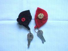 S+klíčky+do+taštičky+Háčkované+přívěsky/klíčenky.+Černá+s+kytičkou.+Červená+s+nápadným+knoflíkem.+Obě+dvě+zapínatelné+a+velké+tak+akorát+na+klíče.+Uvedená+cena+je+za+jednu+taštičku. Crochet Earrings, Handmade, Jewelry, Hand Made, Jewlery, Jewerly, Schmuck, Jewels, Jewelery