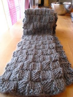 Block scarf free pattern.  Knitting is the best, and this pattern is so simple!