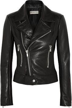 Кожаная куртка – вещь, которая достойна того, чтобы в нее инвестировать. Она…