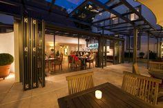 Zichtbare vooruitgang voor klant en eigenaar     In hotels, restaurants en cafés draait alles om klantgerichtheid. Ook het interieur wordt daarop aangepast. Om klanten daarbij zoveel mogelijk zicht te