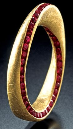Ring made by Bulgari inspired by the Italian company's Mobius strip; 18K yellow gold and faceted rubies.