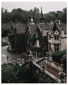 dark academia aesthetic building
