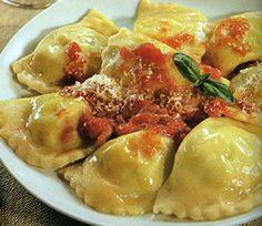 Tortelli di patate pomodoro e basilico: http://caffeforum.it/primi-piatti/tortelli-di-patate-pomodoro-e-basilico-t3590.html