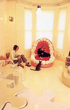 """Jon Weallean's Groovy London pad in """"1970 maybe even 71"""". Photo: Tim Street Porter. From the book 'Interiors' Published in 1981."""