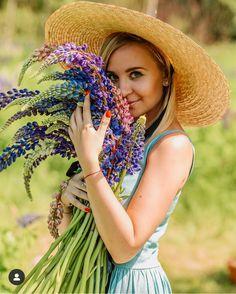 Фуршет, Красивые Женщины, Дреды, Женщина, Прически, Цветочный, Цветы, Красота, Рисунки
