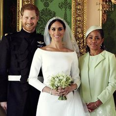 May 2018 The official royal wedding photos of Prince Harry & Meghan Markle, posing here with Meghan's mother, Doria Ragland. Prinz Harry Meghan Markle, Meghan Markle Prince Harry, Prince Harry And Megan, Prince Henry, Royal Wedding Harry, Harry And Meghan Wedding, Royal Weddings, Princess Diana Family, Princess Meghan