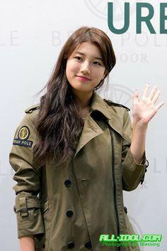 Suzy - Bean Pole Outdoor Event miss A Kpop Girl Groups, Korean Girl Groups, Kpop Girls, Dream High, Bae Suzy, Korean Artist, Military Jacket, Actresses, Outdoor