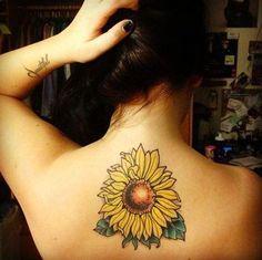 Tatuagem de Flor   Girassol nas Costas Feminina