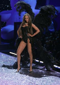 Model Tyra Banks walks the runway at The Victoria's Secret Fashion Show at the 69th Regiment Armory November 9, 2005 in New York City.