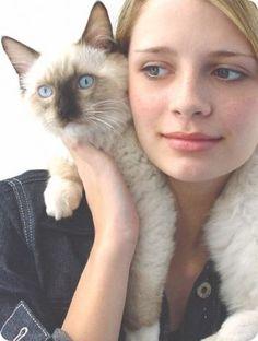 Mas famosos con gatos.Misha Barton