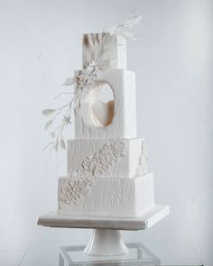 Top 10 Wedding Cake Trends for 2020 - Poptop Event Planning Guide country chocolat mariage cake cake country cake recipes cake simple cake vintage Tall Wedding Cakes, Wedding Cake Centerpieces, Unique Wedding Cakes, Unique Cakes, Elegant Cakes, Beautiful Wedding Cakes, Wedding Cake Designs, Beautiful Cakes, Cake Wedding