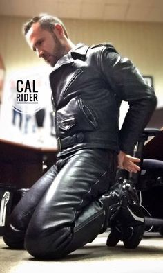 Leather Trousers, Leather Men, Men In Tight Pants, Classic Leather Jacket, Bike Leathers, Hottest Pic, Men Dress, Sexy Men, Hot Guys
