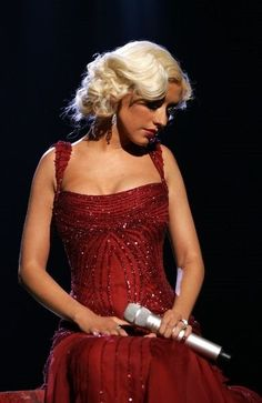 Top 40 Most Beautiful Hair Looks of Christina Aguilera – Celebrities Female Medium Curls, Short Curls, Medium Hair Cuts, Wavy Haircuts, Retro Hairstyles, Down Hairstyles, Wispy Bangs, Bionic Woman, Blonde Curls