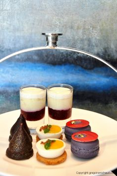 Not that you need any excuses to hide away from the crazy outdoor heat these days, but our new afternoon tea will surely help you to cool down! ;-) On the left hand-side, the sour cherry kiss is a …