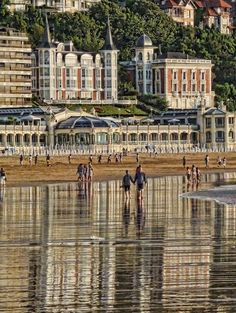 Playa de la Concha, San Sebastian, Basque Country - Spain by Daniel Schwabe Wonderful Places, Great Places, Places To See, Beautiful Places, San Sebastian Spain, Beaux Villages, Biarritz, Voyage Europe, Basque Country