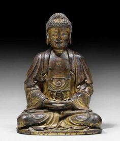 A FINE DRY LACQUER FIGURE OF A SEATED BUDDHA. China, Ming dynasty, height 81 cm. Remains of gilding. Trockenlack mit Resten von Vergoldung. Der Buddha sitzt in Vajrasana auf einer Plinthe, die Hände im Meditationsgestus über den Fusssohlen. Das Gewand bedeckt beide Schultern und ist über dem Bauch mit einer Kordel gegürtet.