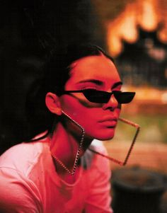 f75531e5d Audrey Hepburn e Kurt Cobain, se amarravam no mesmo estilo de óculos de sol: