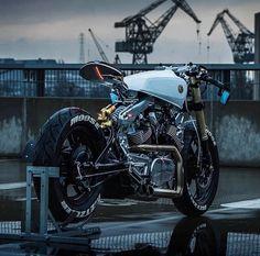 Fully customized Yamaha motorcycle bike by Moose Moto Design, shot Media Beznazwy Best Motorbike, Moto Bike, Cafe Racer Motorcycle, Motorcycle Design, Virago Cafe Racer, Moto Scrambler, Yamaha Fz 16, Yamaha Virago, Ducati