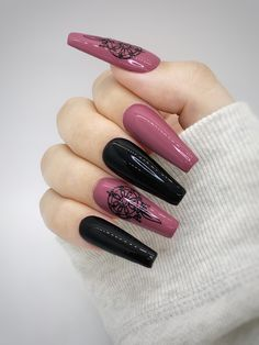 The pictures shown above are made with an L length coffin tip with a glossy top coat. Besides the nailset that was ordered, each order comes with a nail prep kit that includes: Alcohol wipe, wooden cuticle pusher, nail file, nail buffer, glue, and a sheet of nail adhesive stickers. Be mindful that slight variations occurring between the actual color, and the representation on our website might differ. Every nailset is custom made so be aware there might be slight differences with the nail art. Pink Black Nails, Pink Glitter Nails, Pink Nail Art, Purple Nails, Halloween Press On Nails, Halloween Acrylic Nails, Cute Acrylic Nails, Acrylic Gel, Drip Nails