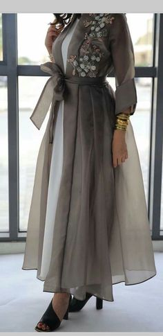 Trendy Fashion Design Hijab Maxi Dresses L'image contient peut-être : une personne ou plus New Arrival Skirt, Street Style Abaya Fashion, Muslim Fashion, Modest Fashion, Fashion Dresses, Hijab Fashion Style, Hijab Fashion Inspiration, Mode Abaya, Mode Hijab, Modest Dresses