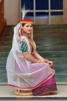 Batik Kebaya, Wrap Around Skirt, Beauty Around The World, Beautiful Girl Indian, Indian Beauty Saree, Indian Girls, Traditional Dresses, Asian Beauty, Cute Girls