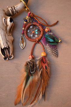 Handwoven Gypsy Dreamcatcher Feather Purse Charm by TurquoiseCrush via etsy Dream Catcher Mobile, Small Dream Catcher, Feather Dream Catcher, Collar Hippie, Medicine Wheel, Sun Catcher, Hippie Boho, Wind Chimes, Jewelry Crafts