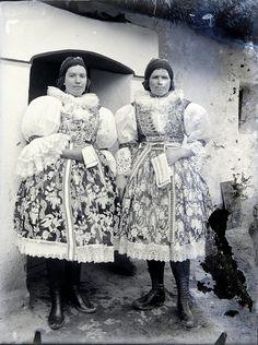 Veselský kroj Folk, Photography, Painting, Dresses, Art, Vestidos, Art Background, Photograph, Popular