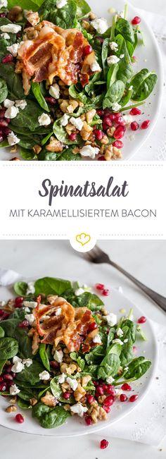 Pimp up your salad! Mit kunstvoll karamellisiertem Bacon, Feta und Granatapfel wird dieser Spinatsalat deine Geschmacksknospen um den Verstand bringen!
