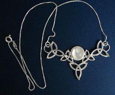 Collier en argent sterling celtique Trinity noeud Moonstone pendentif avec…