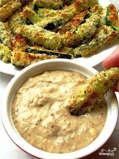 Время приготовления: 30 мин Этот рецепт кабачков, запеченных в сметане, я подсмотрела в одной кулинарной передаче. Меня заинтересовал внешний вид эдаких закусочных палочек, решила приготови… Zuchinni Sticks, Baked Zucchini Sticks, Bake Zucchini, Baked Zuchinni Fries, Baked Zuchinni Recipes, Boy Meets, Onion Sauce, Baked Blooming Onion, Blooming Onion Wedges