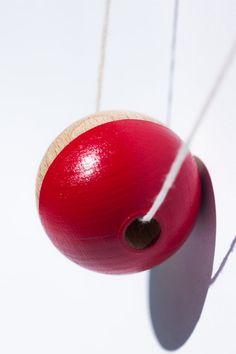 Pokéball Geometric Wooden Bead Necklace Red von InventorGato