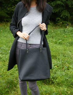 Black Leather Tote, Italian Leather, Wool Felt, Tote Bag, Facebook, Celebrities, Model, Pictures, Bags