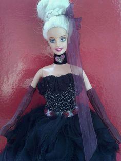 Robe de bal noir avec un magnifique tissu et poupée coiffée : Jeux, jouets par les-poupees-couture-de-catherine