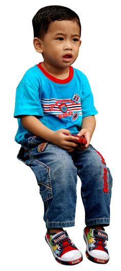 Child sitting amrufm/CC-Attribution